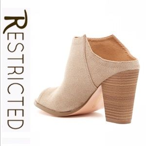 💕SALE💕Restricted Taupe Slip on Boots